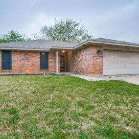 5106 Eagle Nest Drive, Arlington, TX  76017, BOUGHT!